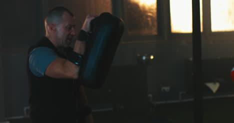 Boxeo-Mujer-con-Entrenador-01