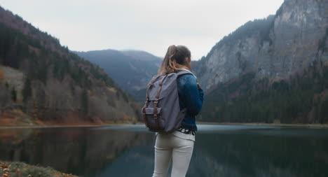 Young-Woman-Standing-in-Montaña-Terrain