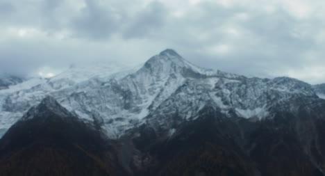 Overcast-Mountain-Scene