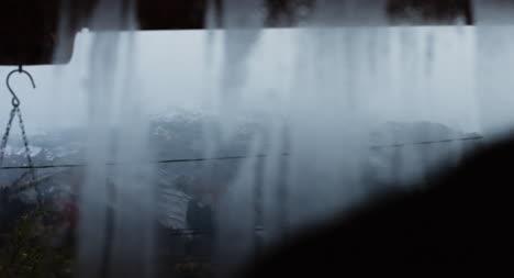 Bergszene-Durch-Fenster-02