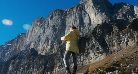 Female-Hiker-in-Dramatic-Mountain-Scene