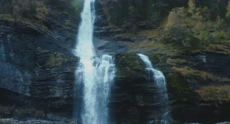 Cascade-du-Roget-Waterfall-01