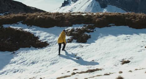 Caminante-en-la-nieve-01