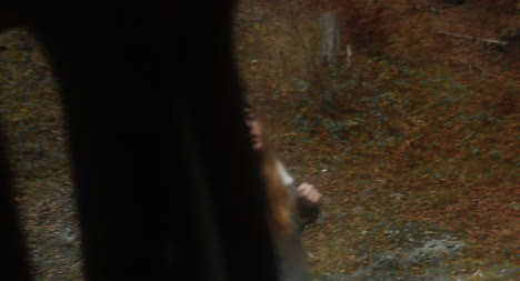 Mujer-haciendo-autostop-01