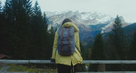 Excursionista-en-Montaña-View-Point-01