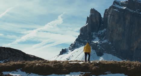 Caminante-en-la-nieve-02