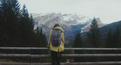 Excursionista-en-Montaña-View-Point-02