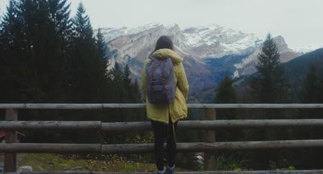 Excursionista-en-Montaña-View-Point-03