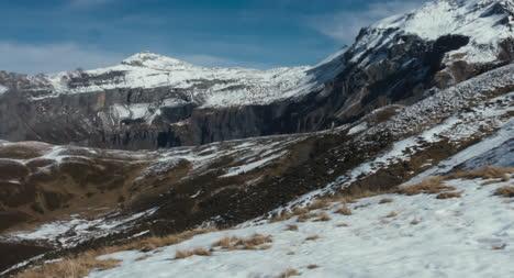 Verschneiter-Berghang-01