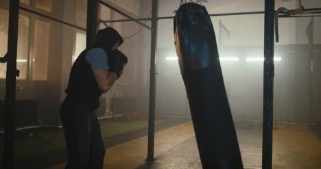 Boxer-Boxsack-Im-Fitnessstudio