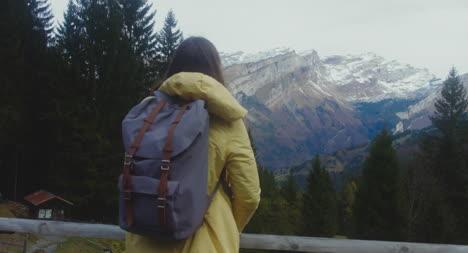 Excursionista-en-Montaña-View-Point-04