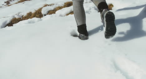Hiking-Boots-in-the-Snow