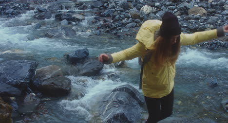 Woman-on-Río-Stepping-Stone