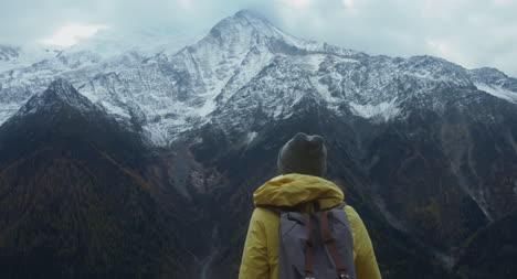 Wanderer-In-Bergszene