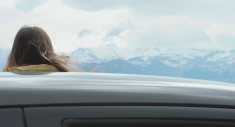 Woman-Stopping-Car-in-Mountains-02