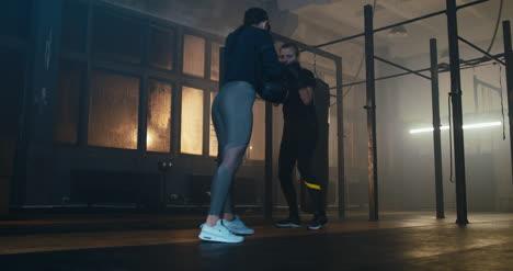 Mujeres-luchando-en-el-gimnasio-02