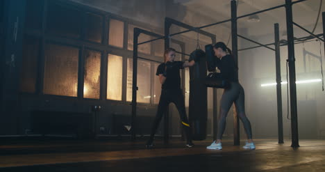 Women-Sparring-in-Gym-03
