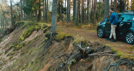 Couple-exit-car-in-forest-4K