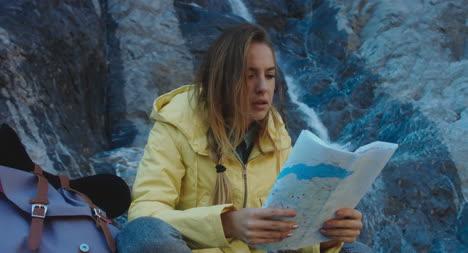Mapa-de-lectura-de-excursionista-por-cascada-06