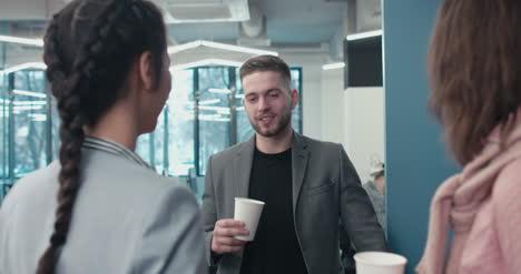 Empresario-en-Coffee-Break-02