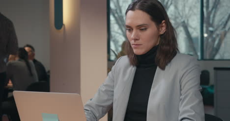 Woman-in-Suit-With-Laptop-03