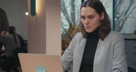 Woman-in-Suit-With-Laptop-04