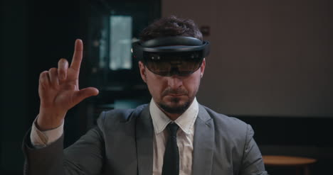 Businessman-Using-VR