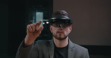 Young-businessman-Using-VR