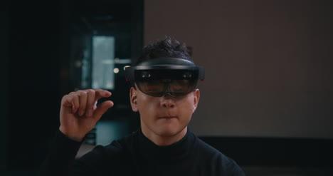 Junger-Mann-Mit-VR-Headset