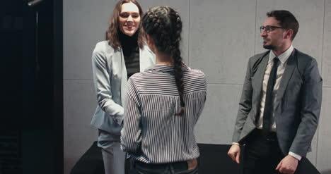Kandidaten--Und-Interviewer-Handshake-02