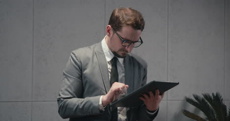 Businessman-Using-Tablet-01