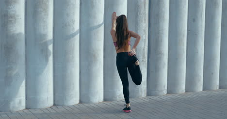 Runner-Stretching-by-Wall-02