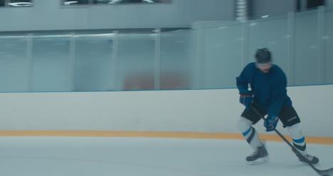Práctica-de-hockey-sobre-hielo-25