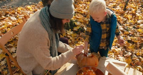 Halloween-Family-Pumpkin-Carving-29