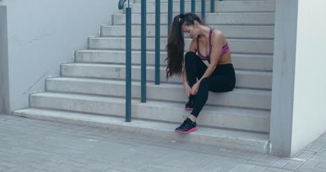 Woman-Tying-Running-Shoes-01