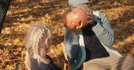 Tallado-familiar-de-calabazas-de-Halloween-33