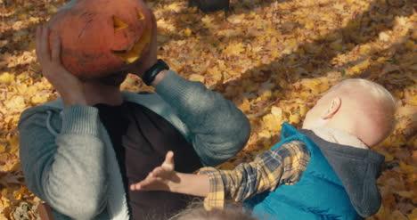 Tallado-familiar-de-calabazas-de-Halloween-36