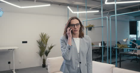Executive-Woman-on-Phone-04