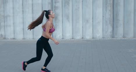 Mujer-joven-para-correr-02