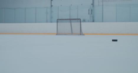 Práctica-de-hockey-sobre-hielo-60
