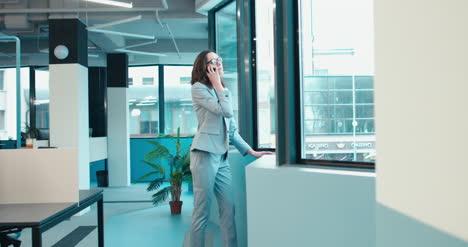 Businesswoman-on-Phone