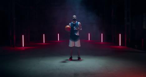 Jugador-De-Baloncesto-En-Humo-03-Jugador-de-baloncesto-en-humo-03