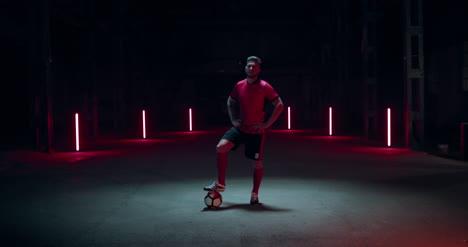Jugador-de-fútbol-con-fútbol-01