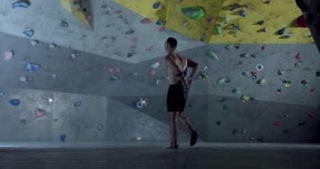 Climber-Chalking-Hands-02