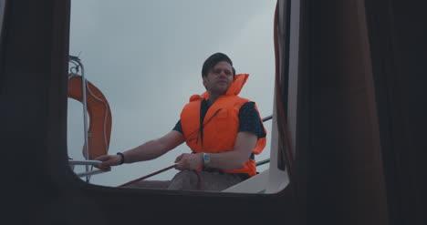 Mann-Segelyacht-08