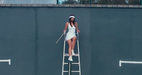 Tennis-Girl-Umpire-01