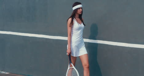 Tennis-Girl-Wall-Walk-01