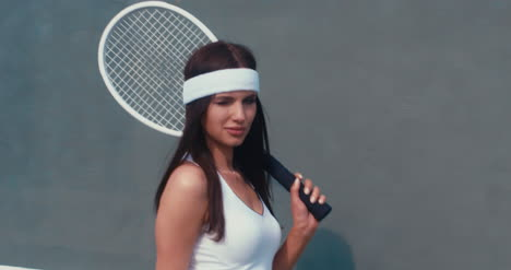 Tennis-Girl-Wall-Walk-04