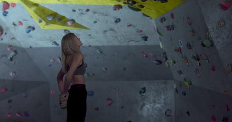 Mujer-preparándose-para-subir