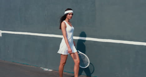 Tennis-Girls-Wall-Walking-05